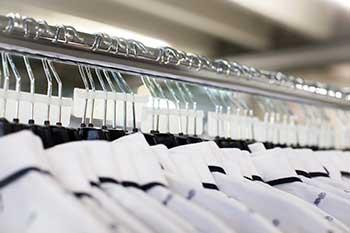 Vetten-Gruppe Mönchengladbach Viersen Textilservice Kontraktlogistik Textilaufbereitung Aufbügeln Etikettieren Hängelagerung